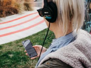 féecomtuveux vous explique ce qu'est un podcast